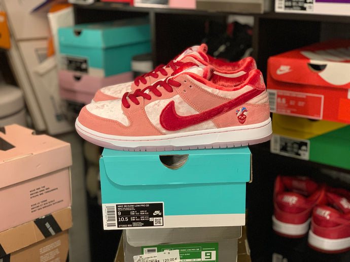 Strange Love Dunk Low size 9 DS