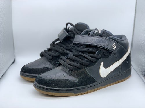 Black out Dunk Mid size 10.5