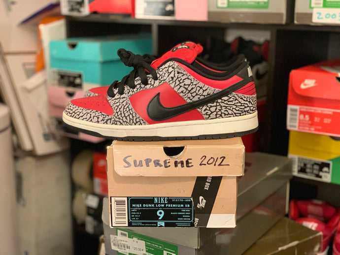 Red supreme Dunk Low size 9