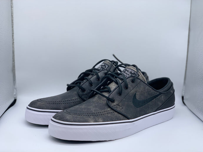 Distressed leather Janoski size 9 (DS)