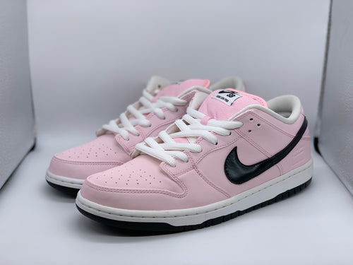 Pink Box Dunk Low size 9.5 (DS)