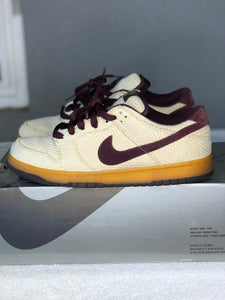 Mahogany Hemp Dunk Low size 9.5