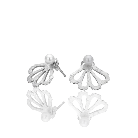 Peek-a-boo pearl studs 4mm