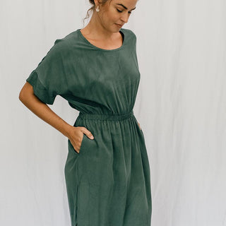 short sleeve caftan dress 100% rayon fabric women's casual and chic clothing hunter green color stretchy waistband with pockets hand sewn haiku maui wings hawaii