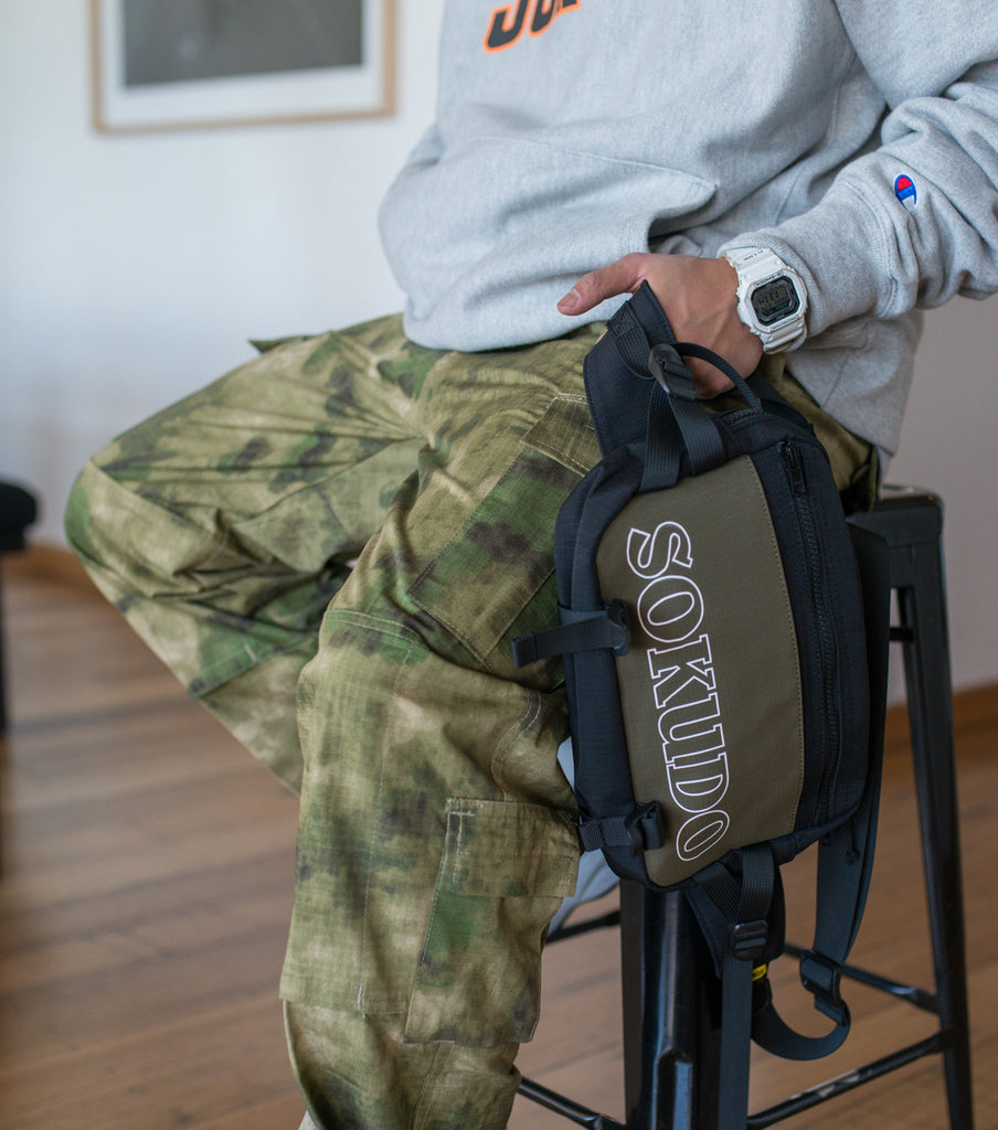 Sokudo Shoulder Bag (Black / Olive Drab)