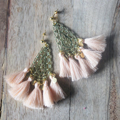 boucles d'oreilles fait main made in france chandelier pompons pampilles boho chic bohemian gypset français ethical fashion peach