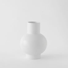 Load image into Gallery viewer, Large Vase「Strøm」Earthenware by Raawii · €82.5 · Home & Garden > Decor > Vases · RAAWII · CURATED BY EYEDS | eyeds.se