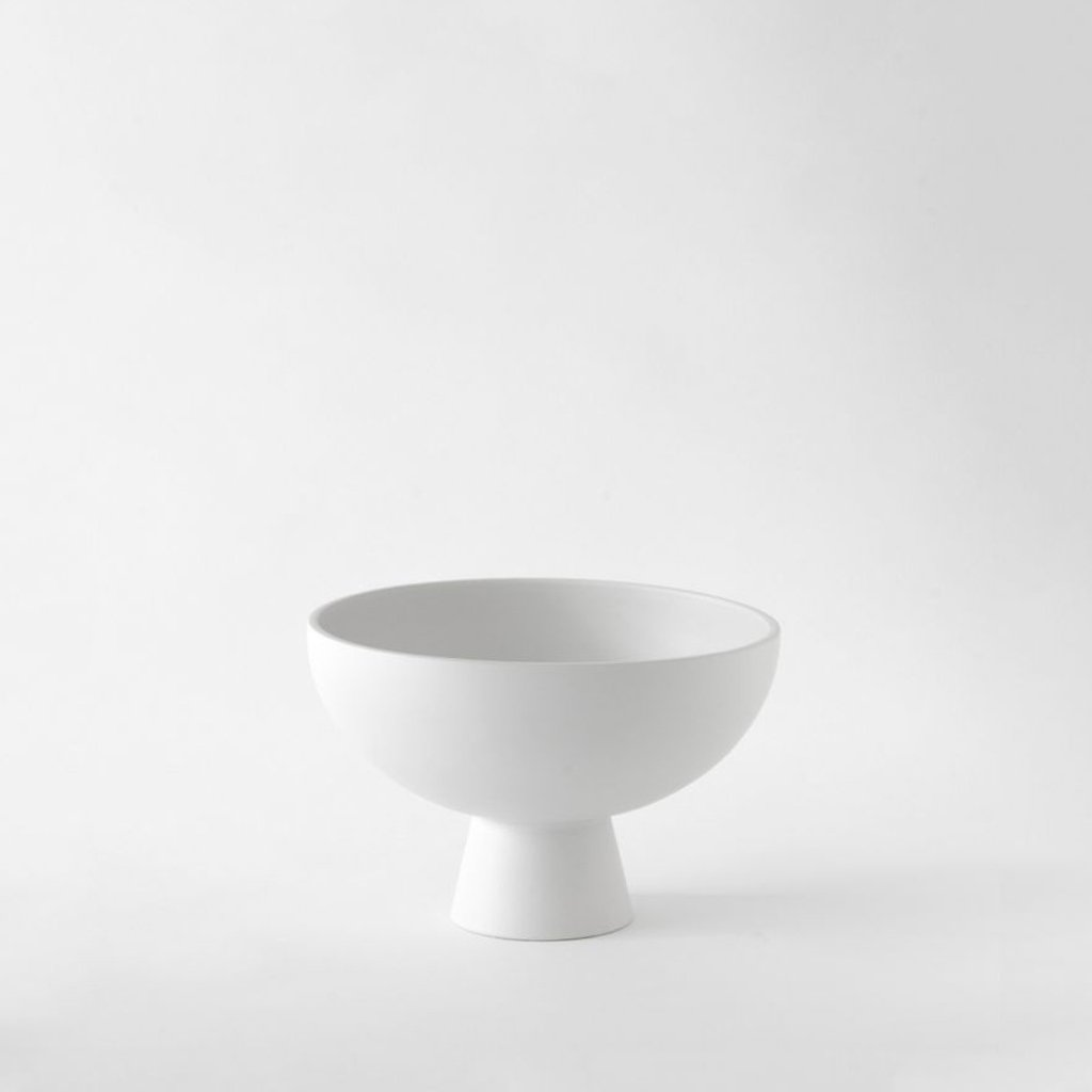 Medium Bowl「Strøm」Earthenware by Raawii · €64 · Home & Garden > Decor > Decorative Bowls · RAAWII · CURATED BY EYEDS | eyeds.se