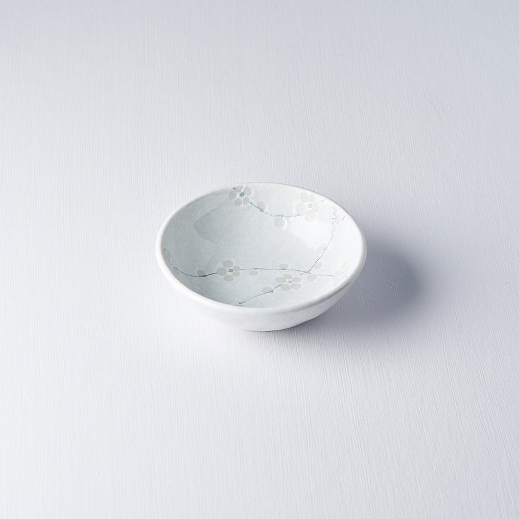 White Blossom Small Shallow Bowl 13cm · €7 · Home & Garden > Kitchen & Dining > Tableware > Dinnerware > Bowls · CURATED BY EYEDS | eyeds.se