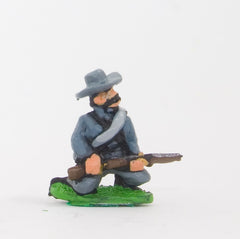 BG17 Union or Confederate: Infantry in Slouch Hat & Tunic with blanket roll: Kneeling