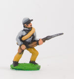 BG2 Union or Confederate: Infantry in Kepi & Tunic, with blanket roll: Advancing (fixed bayonet)
