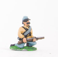 BG3 Union or Confederate: Infantry in Kepi & Tunic, with blanket roll: Kneeling