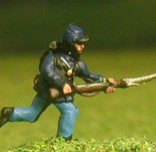 BG6 Union or Confederate: Infantry in Kepi & Tunic with Full Pack & Equipment: Charging with fixed bayonet