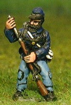 BG7 Union or Confederate: Infantry in Kepi & Tunic with Full Pack & Equipment: Loading