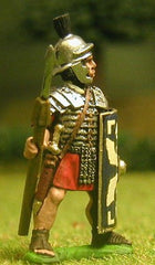 EXR16 Legionary in segmenta armour and plumed helmet, with pilum and shield, pilum upright