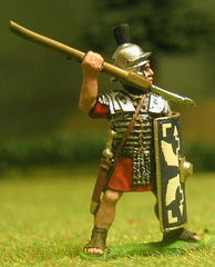 EXR15 Legionary in segmenta armour and plumed helmet,  with pilum and shield, throwing