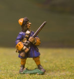 W2a Generic 17th Century: (English) Grenadier at the ready, in Fur Cap