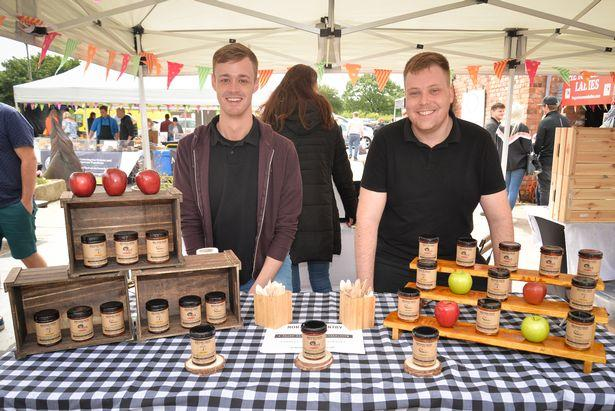 Ingenious way two North West mates are saving the bees with revolutionary vegan 'honey'