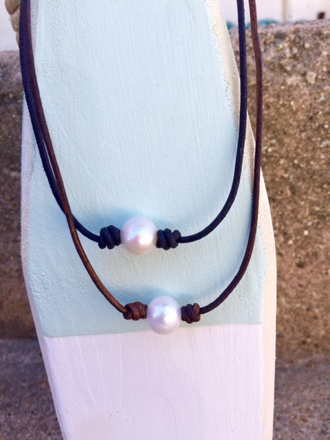 Necklace choker single pearl leather cord brown/ black