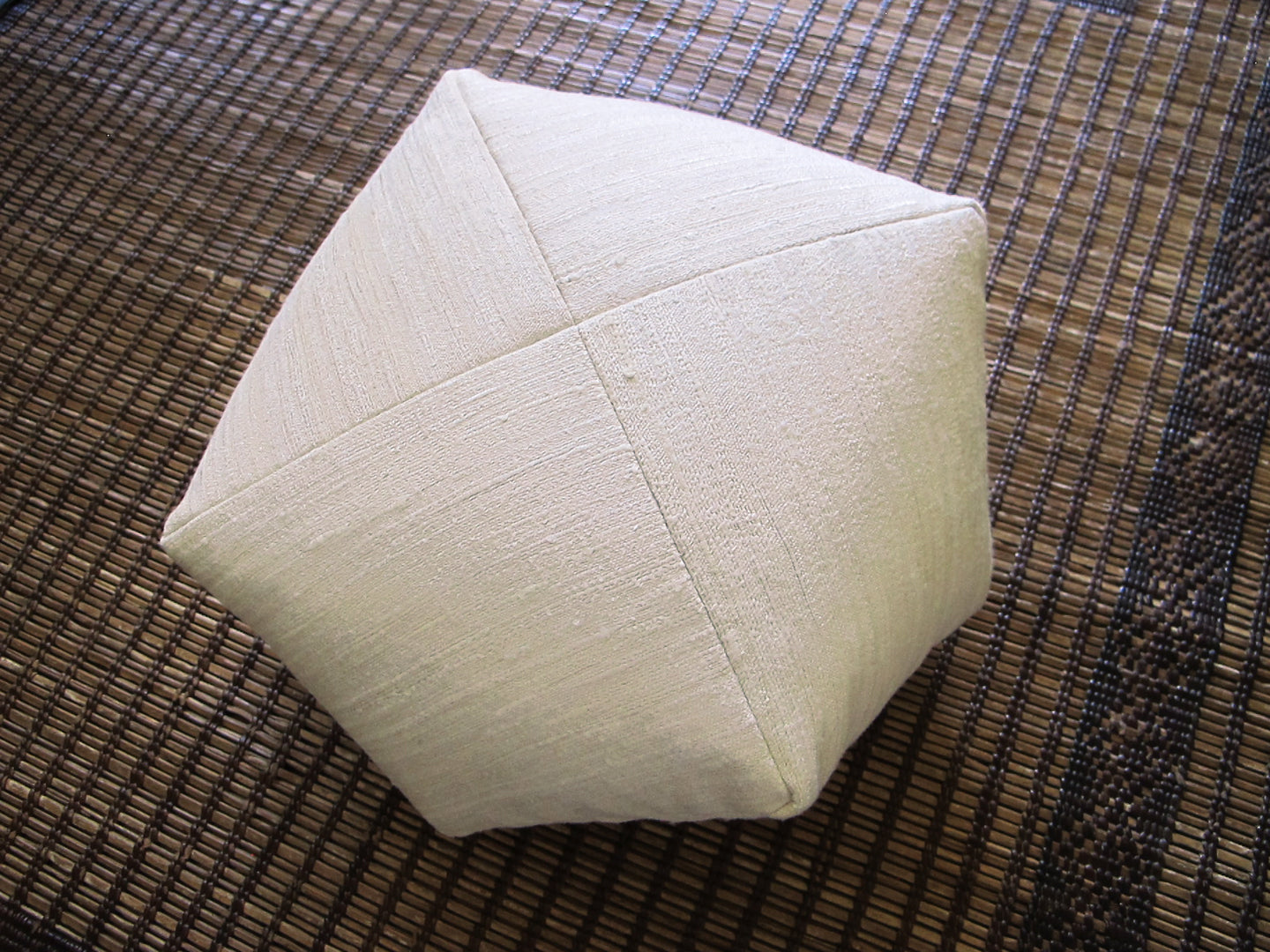 DUMPLING CUSHION in raw silk, med.