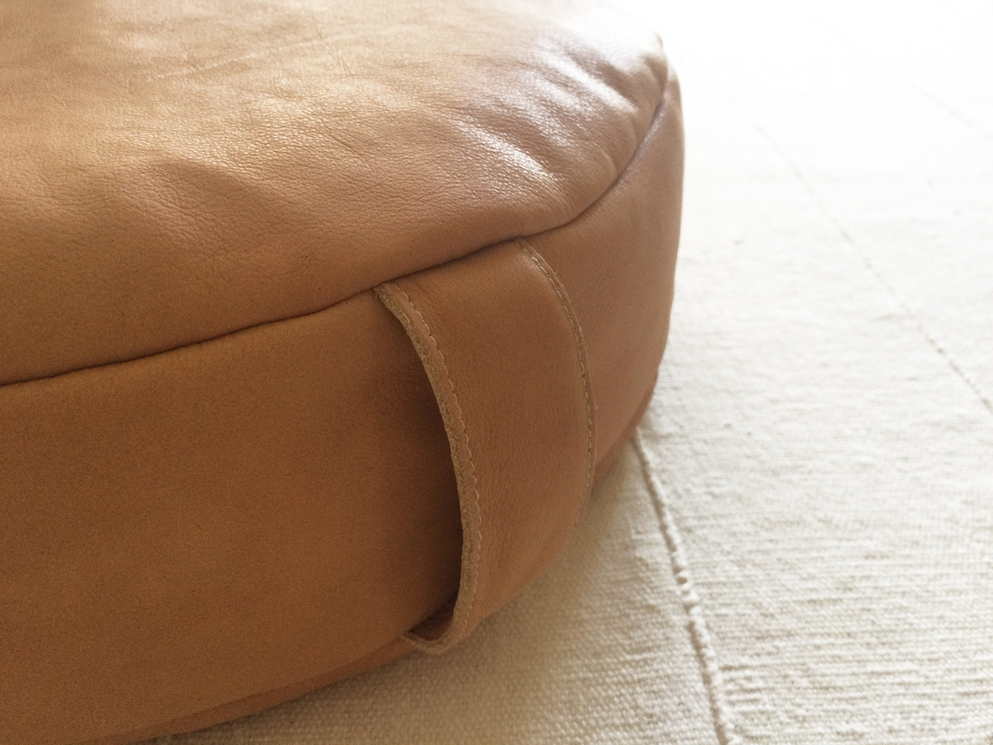 PEBBLE meditation cushion in caramel nubuck
