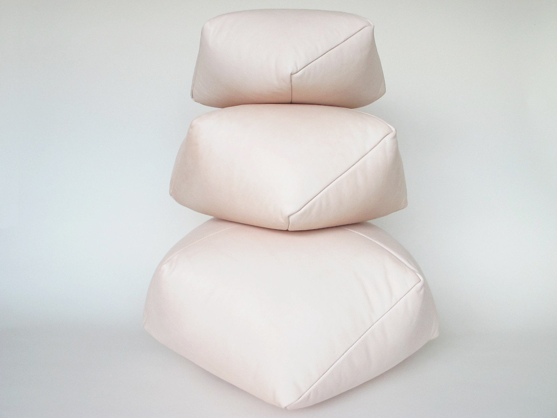 DUMPLING CUSHION in nude leather, small
