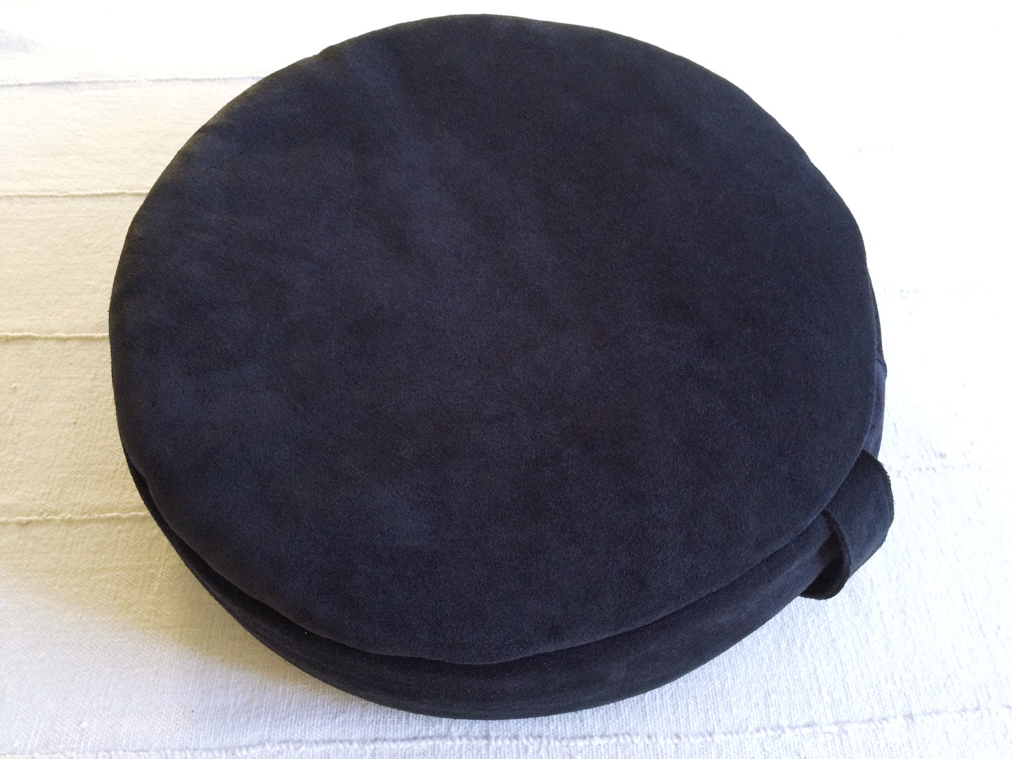 PEBBLE meditation cushion in navy suede