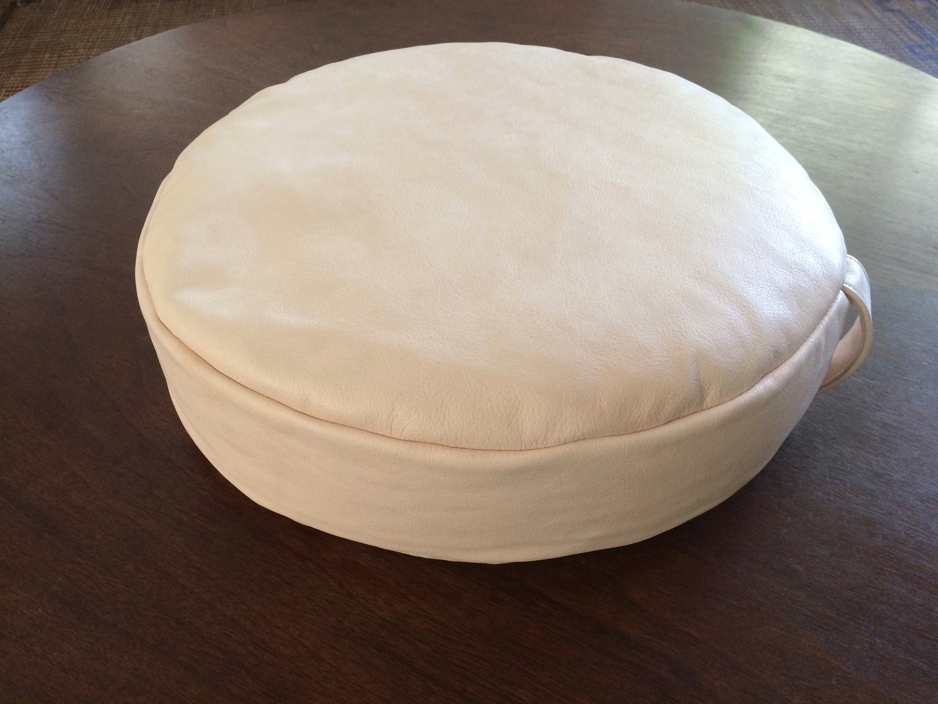 PEBBLE meditation cushion in nude leather