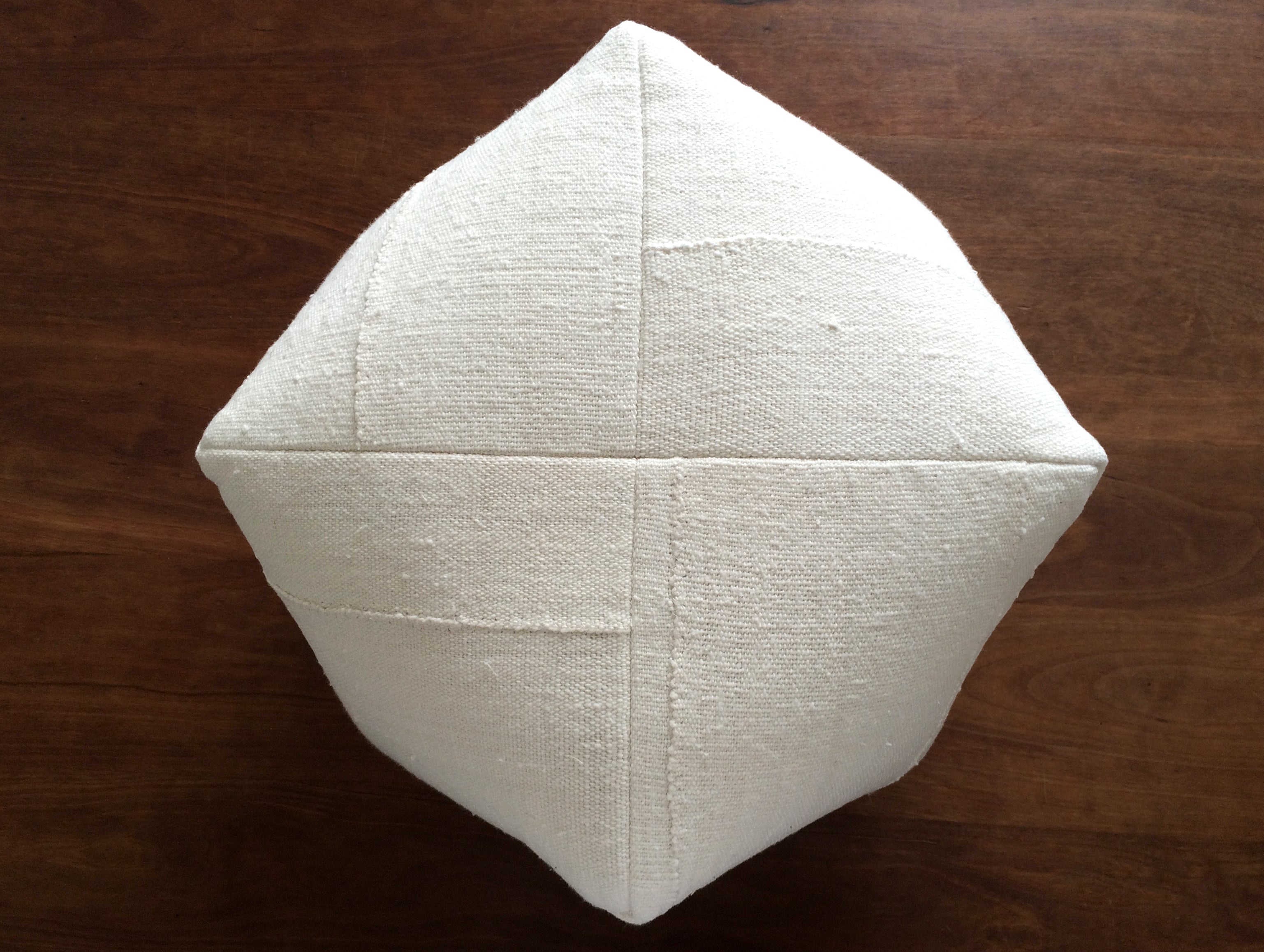 DUMPLING CUSHION in cream cotton, medium