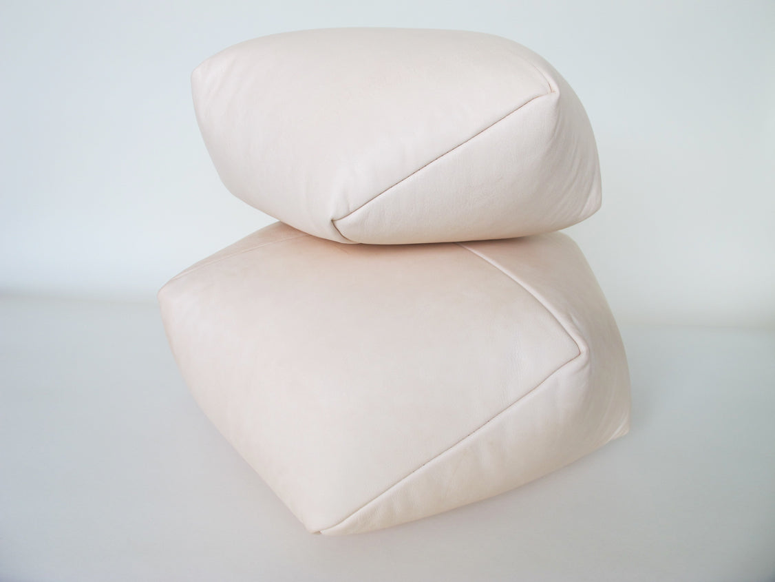 DUMPLING CUSHION in nude leather
