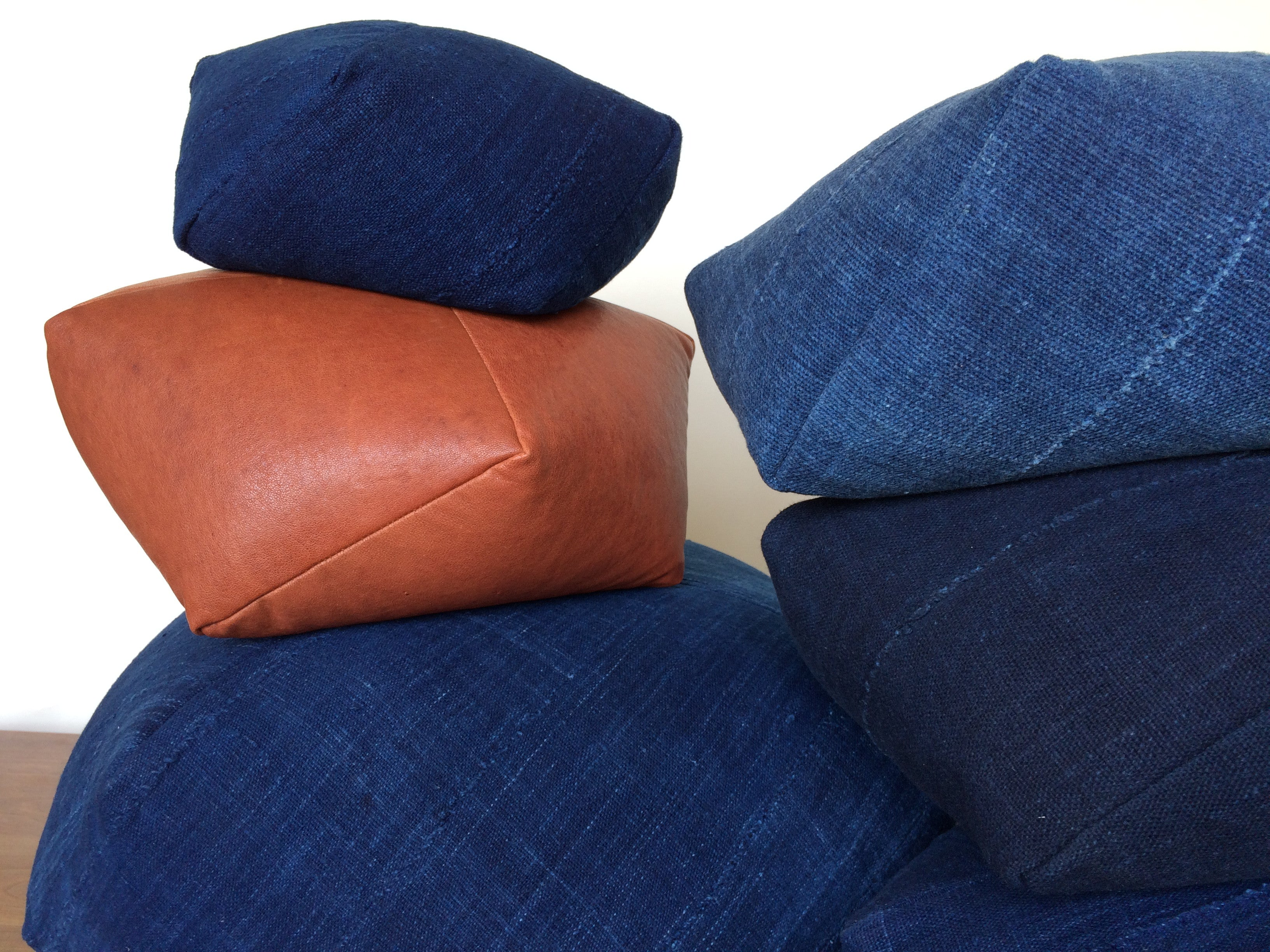 DUMPLING CUSHION in indigo, med