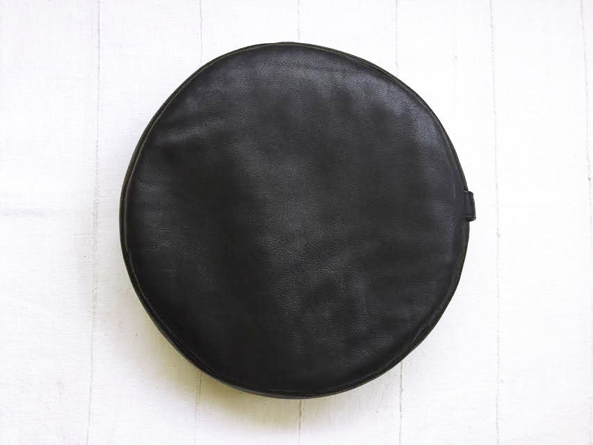 PEBBLE meditation cushion in deerskin