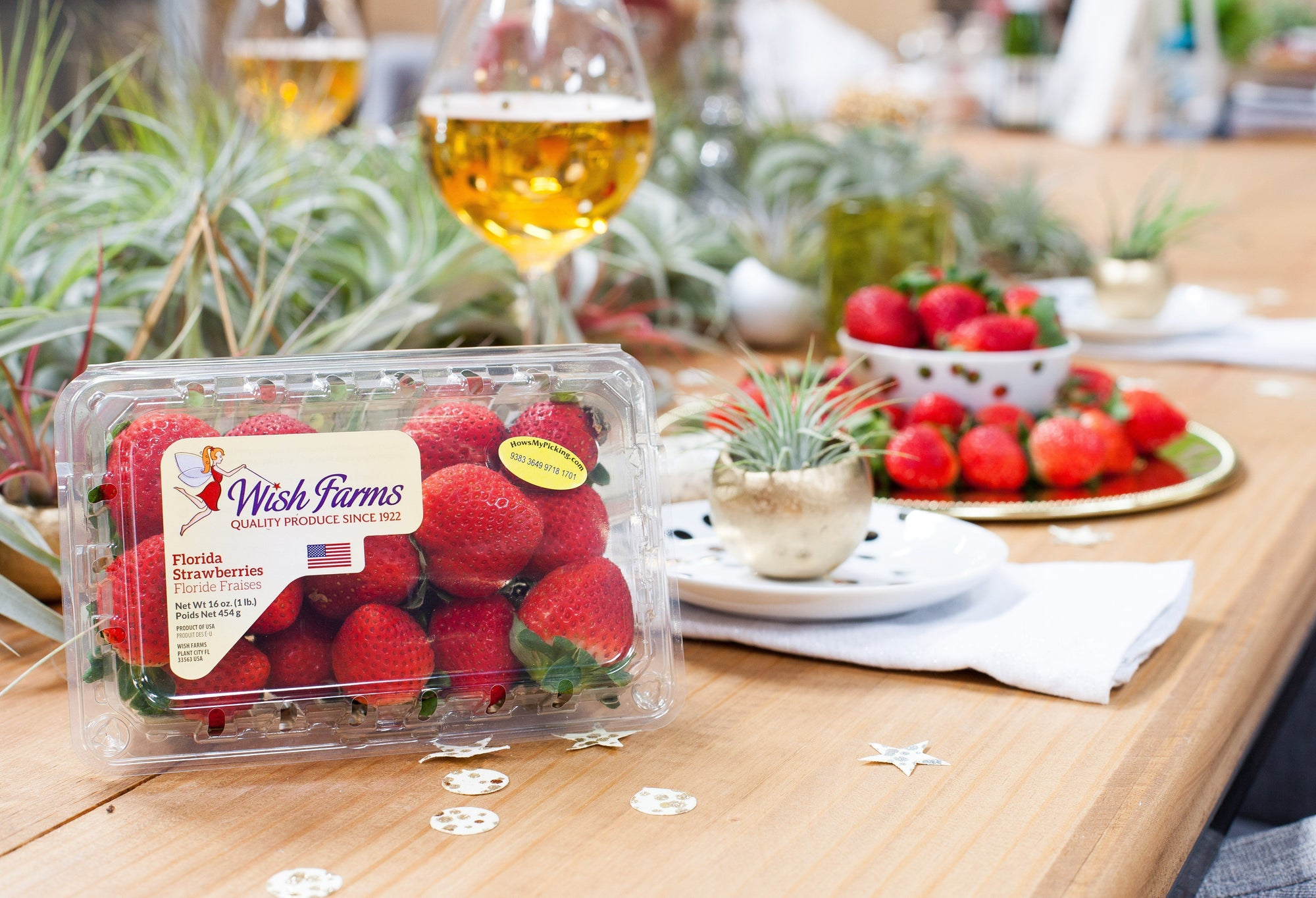 A Berry Fresh Tablescape: Throw a Stylish Dessert Party With Wish Farms + Air Plant Design Studio
