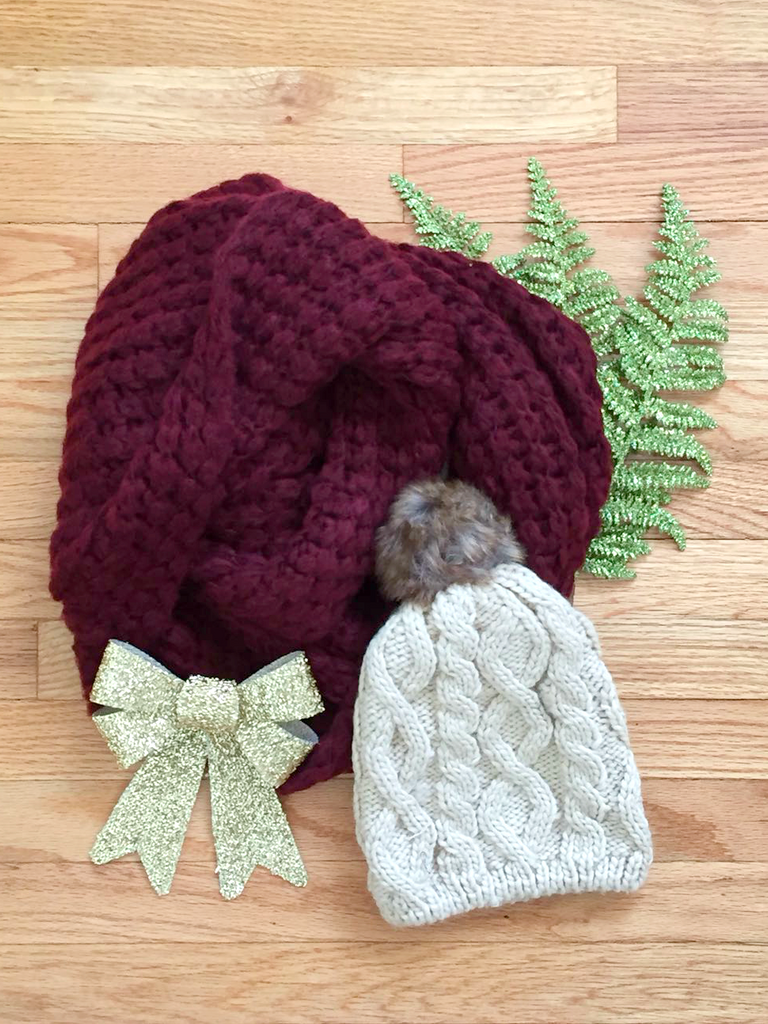 Chunky Knit Infinity Scarf in Maroon - deloom