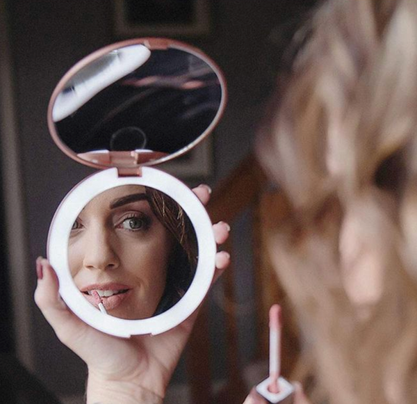 glimmer LED compact mirror