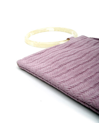 murphy bracelet clutch with white ring in lilac woven cow leather