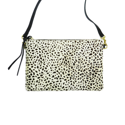 queenie crossbody in mini giraffe haircalf