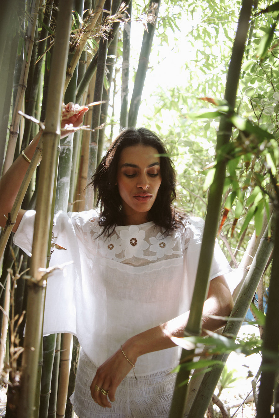White, 100% linen short-sleeve t-shirt with a drop armhole, loose fit and appliqué  floral embroidery on a semi-sheer cotton tulle yoke.