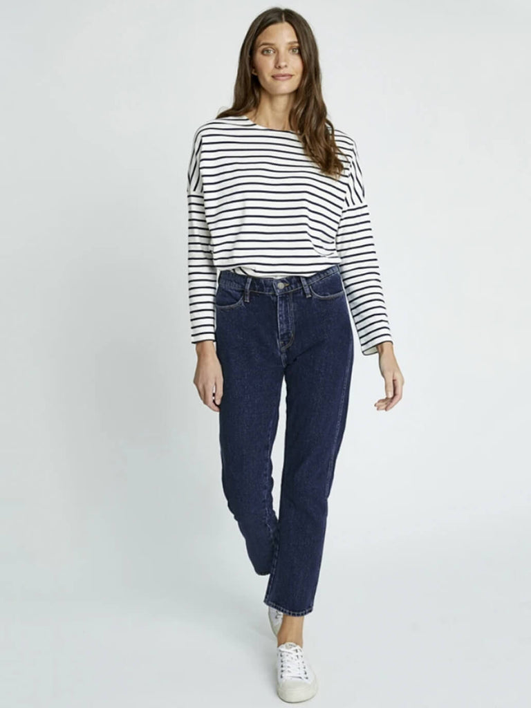 100% organic cotton denim jeans! Relaxed, straight silhouette with cropped length
