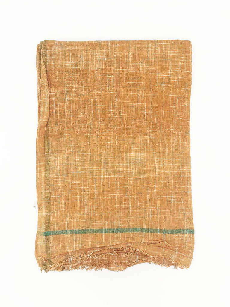 Lungi is a traditional Indian men's sarong. The 100% cotton khadi textile has endless uses. Use it as a beach wrap, at the table, take it on a picnic, or on the couch.