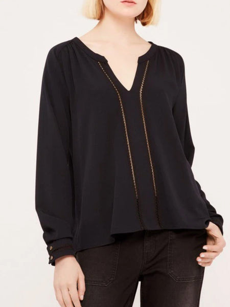 Fluid and straight blouse with long sleeves and delicate lace detail. Deep neckline adds a modern touch