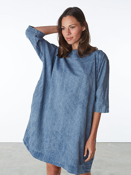 An oversized shift dress with elbow length sleeves and side pockets. Above the knee length. Pre-washed and pre-shrunk. 100% cotton with slight wrinkle effect. Sewn in Brooklyn, NY.