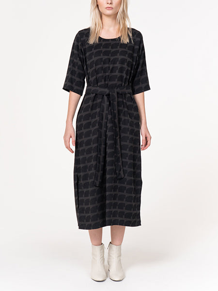 This mid-length dress has slits up the side to be perfectly professional or casual, it's up to you! Comes belted to tie in the front or on the side. 100% sustainable Tencel