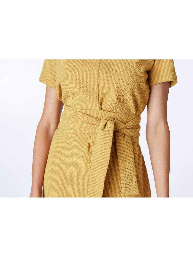 Short Sleeve Dress with front opening with tie belt.  Since its creation, Rita Row has set very clear goals: to create garments with an elegant and comfortable functionality. Inspired by the image of a modern, hardworking woman.