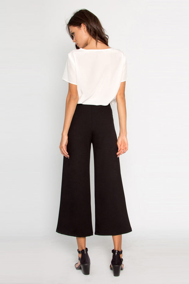 Black Solid Ponte Wide Leg Crop Pants by Lavender Brown 002