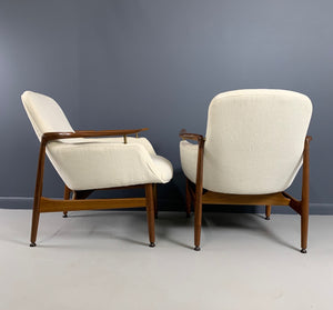 Finn Juhl, a Pair of NV 53 Armchairs from Niels Vodder