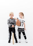 Lucky No 7 - falda Kriss Kross y play hard camiseta, leggings y pantalones