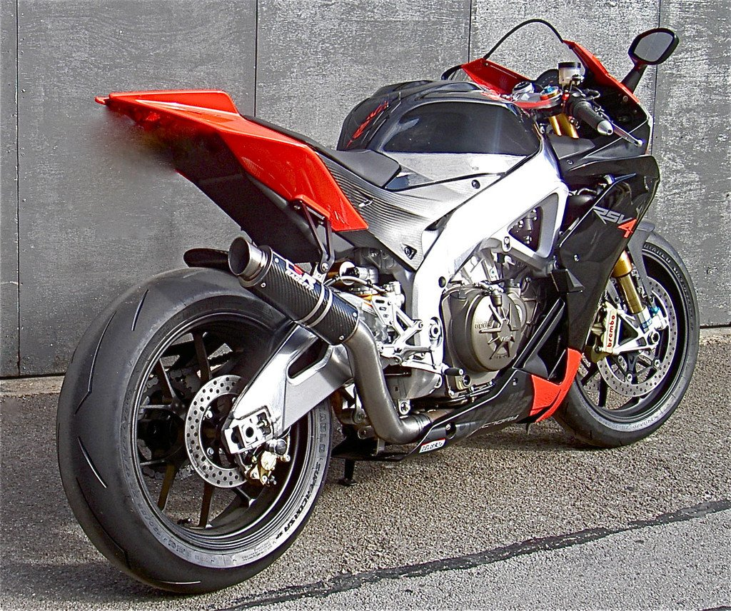 Aprilia RSV4 09-17 Akrapovic Full System fitting