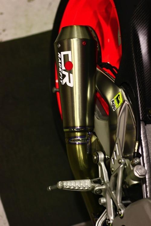 Aprilia Tuono V4 Akrapovic Full System fitting