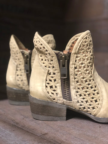 Circle G Bone Cutout Shortie Bootie- Q5018